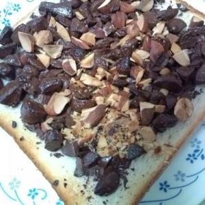 アーモンドチョコトースト