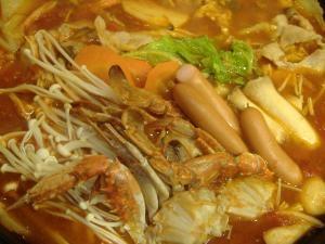海鮮も野菜もたっぷり入れた、トマト鍋。