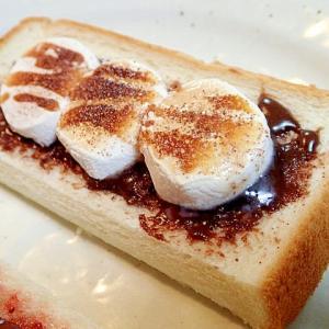 チョコレートクリームとマシュマロのトースト