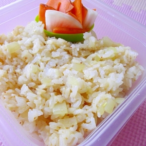 5分で簡単*新玉ねぎと桜えびの七味みそ混ぜご飯*