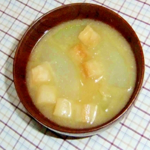 冬瓜と麩の味噌汁