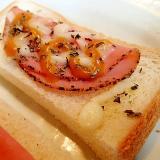 パストラミハムとチーズのマスタードトースト