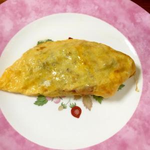 ひき肉野菜炒めのチーズオムレツ