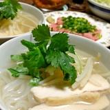 蒸し鶏のフォーです☆喉ごしちゅるるん~♪アジア麺☆