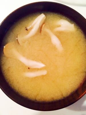 しめじと新玉ねぎの味噌汁