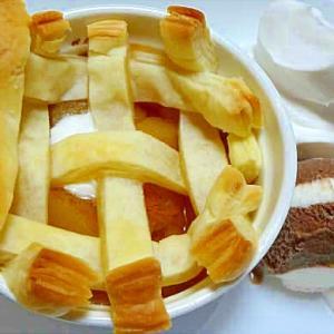 壺焼きアップルパイのアイス&生クリーム添え