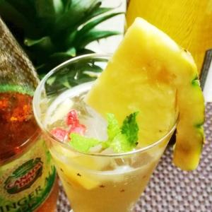 炭酸水とパイナップルのヘルシードリンク♪