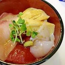 余った刺身で金ごま酢飯の海鮮丼♪