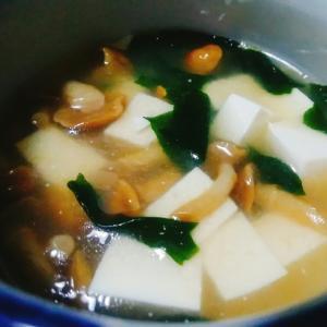 豆腐となめことわかめのスープ