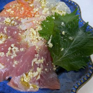 マグロとサーモンと鯛と甘海老と大葉のカルパッチョ