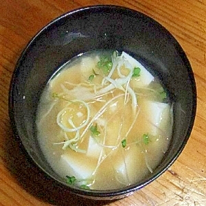 お豆腐とキャベツとすぷらうとのお味噌汁