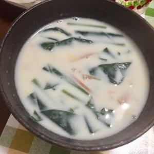 牛乳で!ほうれん草とベーコンのクリームスープ