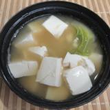 豆腐と白菜の味噌汁