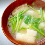 豆腐と油揚げ、せりの味噌汁