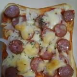 チーズたっぷりウインナーのピザトースト(^^)
