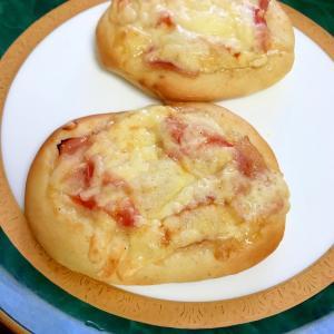 トマトとベーコンのチーズパン