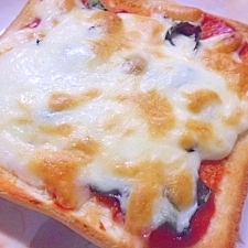 バジルたっぷり ピザトースト風