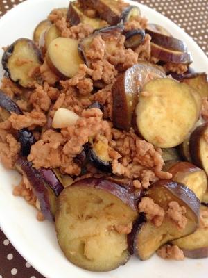 ご飯がすすむ♪ひき肉と茄子のピリ辛炒め♪