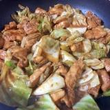 赤味噌とニンニクで鶏胸肉とキャベツのけいちゃん♡