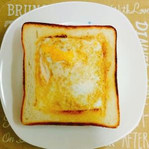 簡単フライパンde卵とチーズのベーコントースト