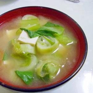 チンゲンサイと豆腐のみそ汁