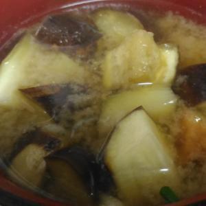 牛蒡天と茄子の味噌汁