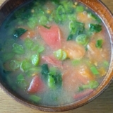 ツルムラサキとトマトのお味噌汁