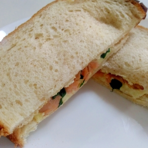 焼き鮭で☆鮭とチーズのサンドイッチ