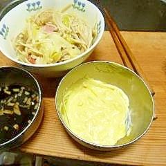 キャベツとエノキとソーセージの蒸煮(ソース2種添)