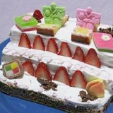 だんだん飾りで ひな祭りケーキ
