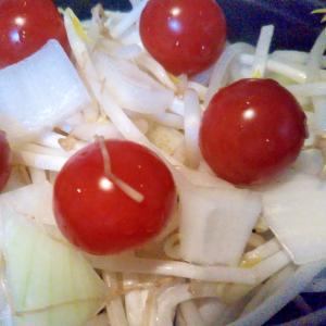 もやし玉ねぎミニトマトのサラダ