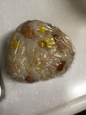 唐揚げと冷凍コーンのバター醤油ご飯