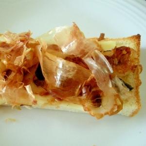 ちくわとチーズとキューちゃんのおかかがけトースト♪