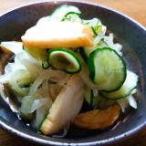 薩摩揚げと新玉葱と胡瓜のマイルドな酢の物