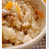 土鍋で鶏ごぼうと舞茸の炊き込みご飯*