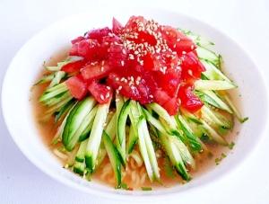 インスタント麺で ピリ辛トマトきゅうりラーメン