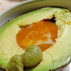 こっくり!超半熟卵ソースでいただくおさしみアボカド