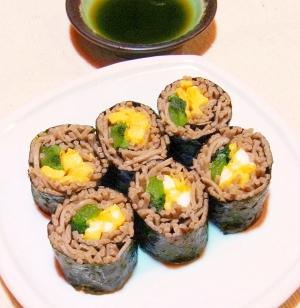 小松菜と玉子焼きの蕎麦寿司