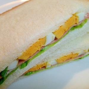 レタスとベーコンとゆで卵のサンドイッチ