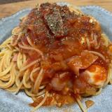トマトとベーコンとモッツァレラチーズのパスタ