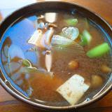 長ネギと豆腐、なめこの赤だし味噌汁