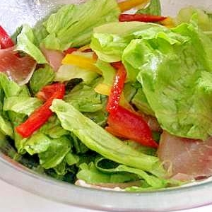 生ハムとパプリカのサラダ