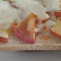 リンゴの甘煮とチーズのトースト