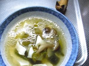 ほんのり生姜香るたっぷりきのこスープ