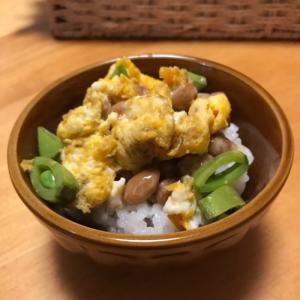 スナップえんどうと海苔佃煮炒り卵の納豆ごはん