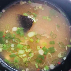 白菜*しいたけ*ねぎのピリ辛味噌スープ