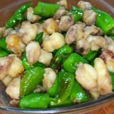 シシトウと鶏ナンコツの生姜炒め