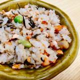 鮭とお豆のひじきご飯