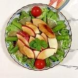 リンゴを入れて、アスパラのサラダ
