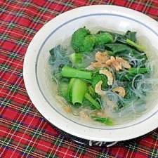 干し海老入りの野菜春雨スープ